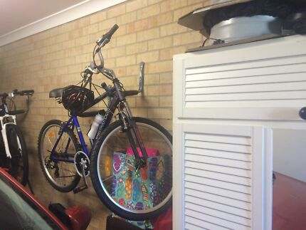 Ladies Bike with Helmet - Only been used twice Salamander Bay Port Stephens Area Preview