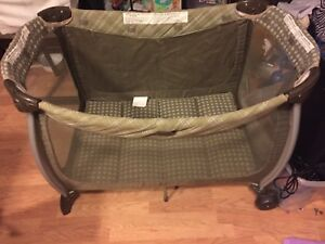 Eddie Bauer baby playpen, looks like new