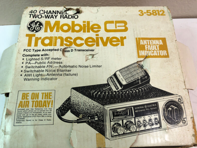 GENERAL ELECTRIC (GE) 3-5812 40 Channel Mobile CB Radio Transceiver.