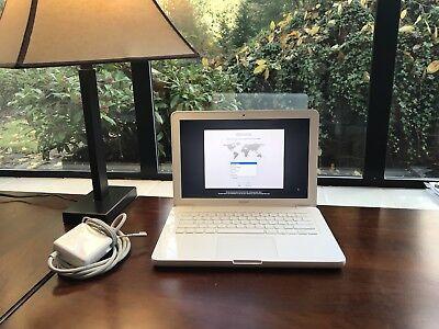 """Apple MacBook White 13"""" MC516LL/A, 250GB HDD Intel 2.40GHz 2GB Ram"""