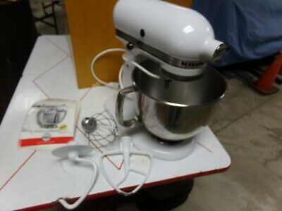 KITCHEN AID STAND MIXER WITH BOWL & 3 BEATERS WHITE & BOOKLET