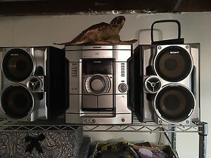 Sony 3 Disc Stereo with 2 Speakers Cassette and Remote