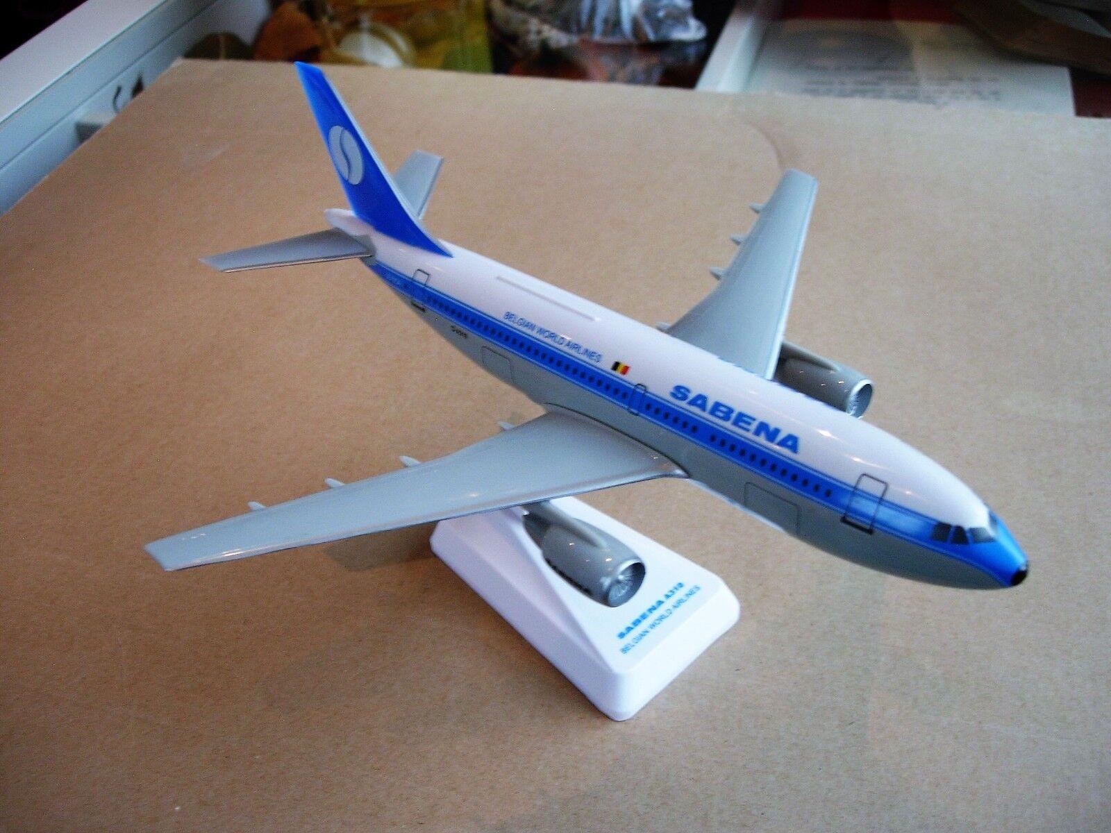 Sabena miniatuurvliegtuig Airbus A310 schaal 1/200 met originele doos. L: 25cm