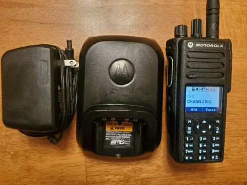 MOTOROLA XPR7550e UHF 403-512 MHz. AAH56RDN9WA1AN. COMPLETE AND VERY NICE!