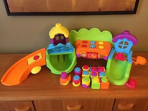 Fisher-Price Songs 'N Smiles Sillytown for age 6 month-36months