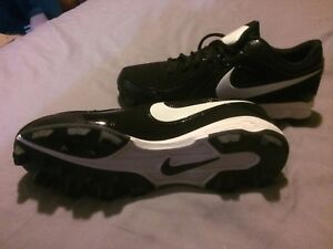 Size 8 (woman's) Nike soccer cleats