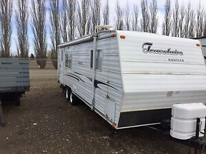 2001 Travelaire Rustler, 26' with one slide.