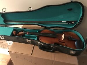 Full size violin in hard shell case 4/4