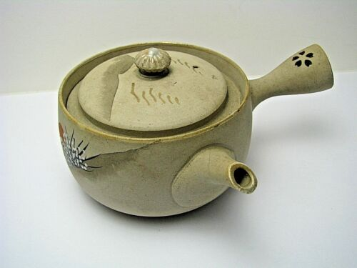 PORCELAIN EARTHENWARE CERAMIC TEAPOT HAND PAINTED TEAPOT Nippon/Japan 150 ml.