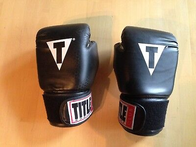 RED BLACK MMA Martial Arts TITLE CLASSIC 12 oz Boxing Gloves HAND WRAPS INCL