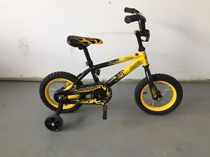 Young kids bike with training wheels