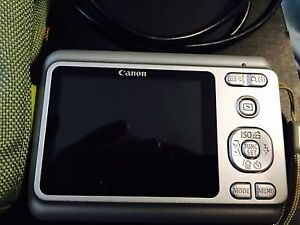 Canon PowerShot A480 Digital Camera + Bag