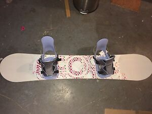 BRAND NEW SNOWBOARD FOR SALE!!