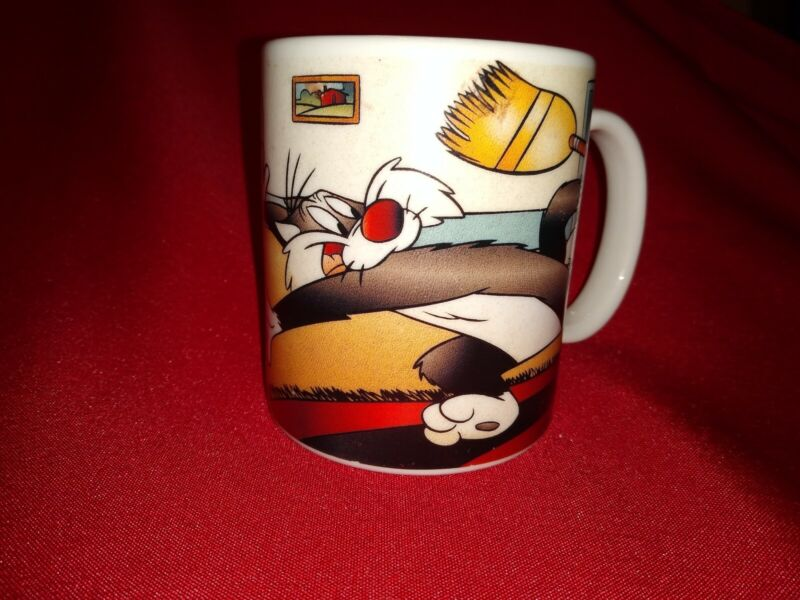 Vintage 1994 Looney Tunes Coffee Cup Mug Featuring Sylvester The Cat. Scorpio