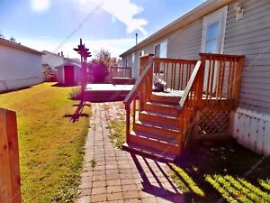 COZY 3 BDRM, 2 BATH MOBILE HOME W/2 PARKING STALLS IN WESTVIEW