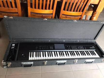 Korg Krome 73 Key Workstation Keyboard with Hard Case