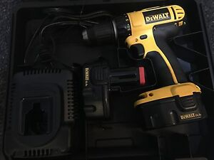 Dewalt compact cordless drill with two batteries