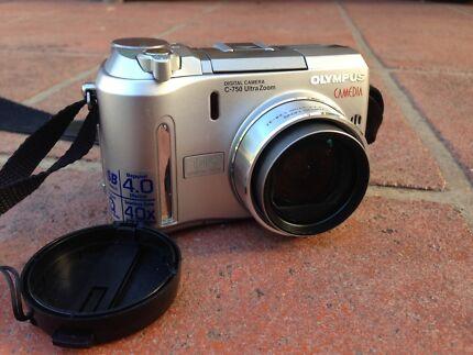 Olympus Camedia C-750 compact digital camera