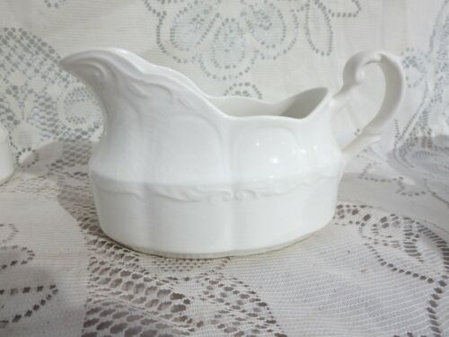 J & G Meakin Sterling Colonial English Ironstone Gravy Boat