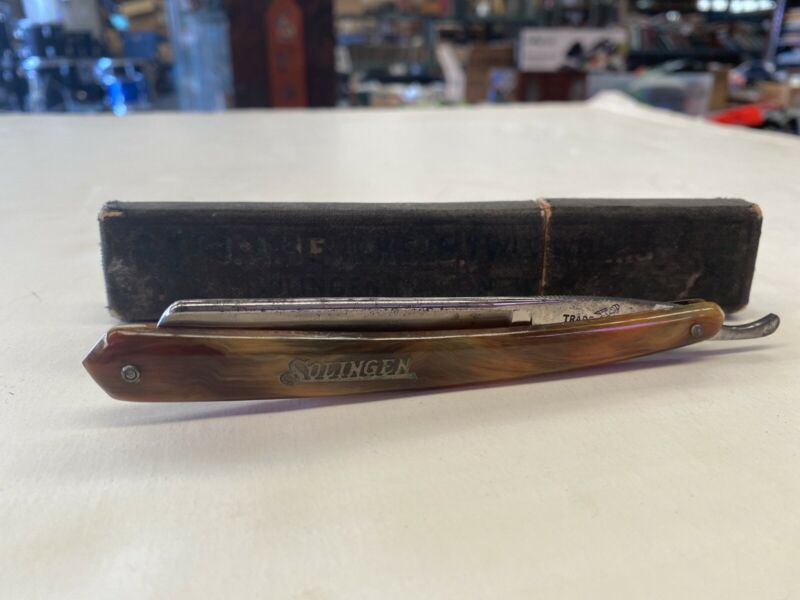 Vintage J.A.HENCKELS SOLINGEN STRAIGHT RAZOR With Box Case Brown Marble