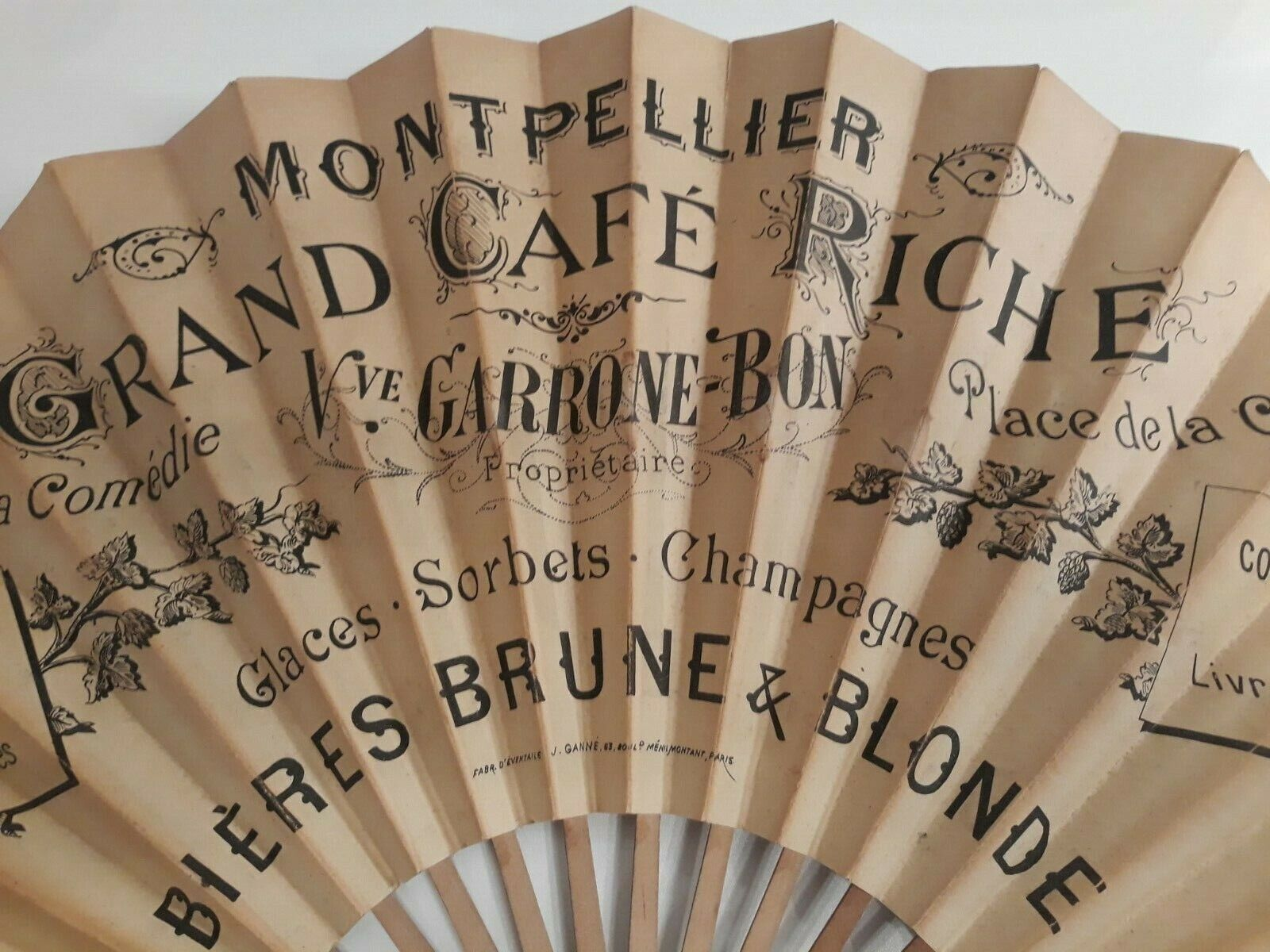eventail publicitaire grand cafe riche montpellier bieres champagne comedie