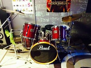 Pearl Drum set mint condition all name brand cymbals