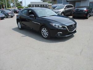 2015 Mazda 3 GS SUNROOF, HEATED SEATS, BACKUP CAM, BLUETOOTH!!
