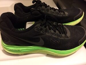 Mens Nike runners size 9.5