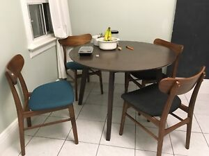 Full table set (table and four chairs)