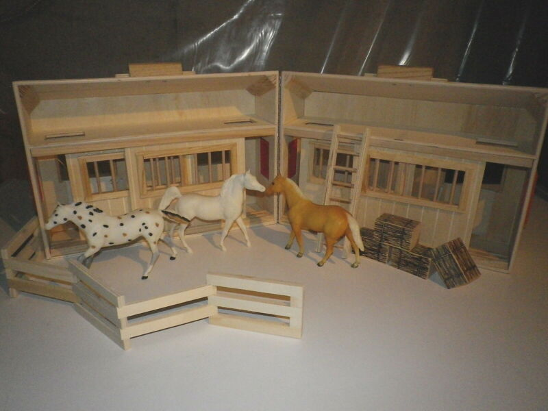 Brand NEW*WOODEN 4 STALL BARN*AND*3 PreOwned BREYER Paddock Pals*AWSOME PLAYSET
