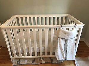 Lit Bebe  literie matelas - baby crib with mattress and bedding