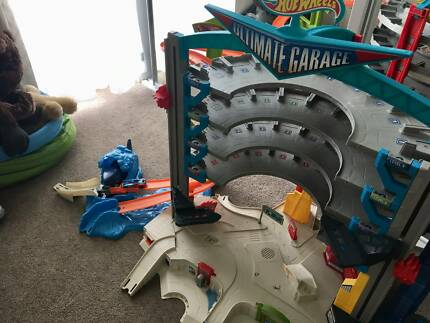 Hot Wheels Mega Ultimate Garage