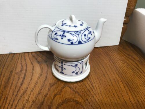 Vintage Porzellan Bavarian Tea Pot with Warmer. Blue on white