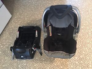 Baby Trend Infant Car Seat & 2 Quick Connect Bases