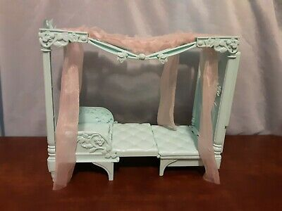 Barbie Rapunzel, Swan Lake, Princess Collection Bed/chair With Canopy