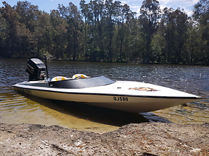 Bullet ski boat 2003 model 220 hp mercury Soldiers Point Port Stephens Area Preview