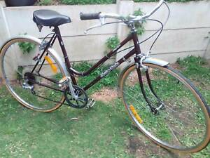 VINTAGE LADYS BICYCLE IN EXCELENT ORIGINAL CONDITION JUST SERVICED