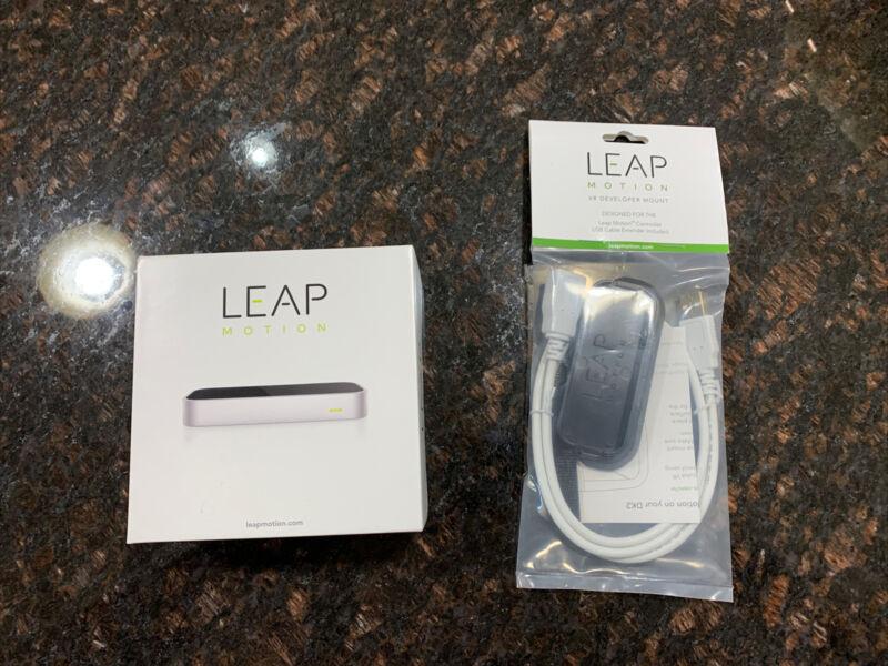 Leap Motion Controller LM-010 & VR DEVELOPER MOUNT Brand NEW!