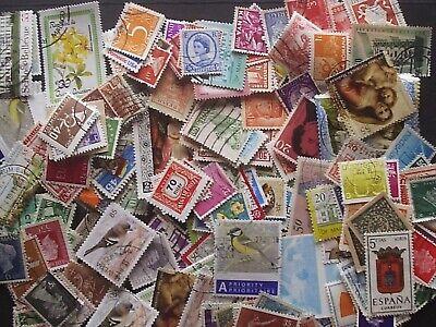 Lot de 200 timbres oblitérés du monde - voir les 2 photos - lire description.