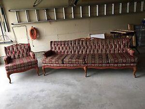 Grand divan 4 places avec chaise.