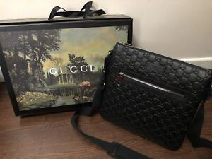 Gucci mens Signature Messenger Bag