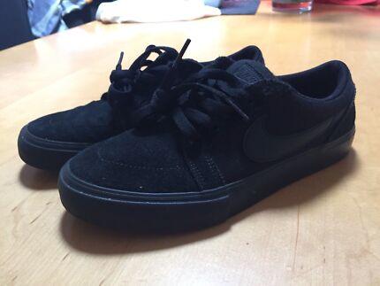 Nike Sb Black size 6