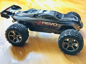 TRAXXAS E-REVO: Brushless 4x4 and 1/10 scale.