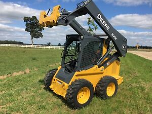 2017 Deere 320E with only 30 hrs!