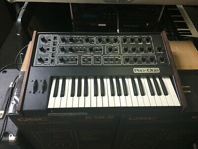 Synthesizers - Vintage Analogue Synthesizer