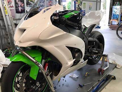 2017 Kawasaki ZX-10R Race Bike