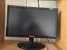Samsung 45 cm computer screen and speakers Berwick Casey Area Preview