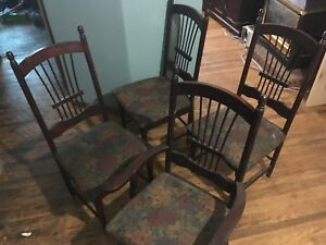 4 Cherry Wood Dinning Chairs