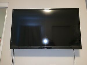 "32"" 1020p 60h HDTV & WALL MOUNT"