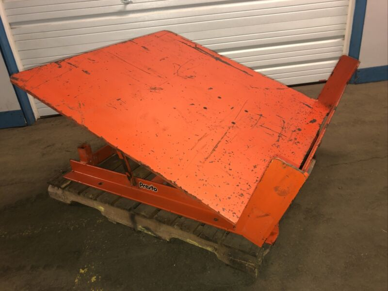 Lee Engineering AT40-4848 4000LBS Capacity Pneumatic Gaylord Box Tilter. Our #2